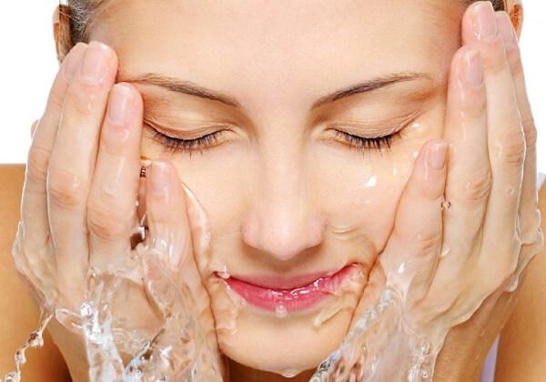 Những cách chăm sóc da mụn hiệu quả