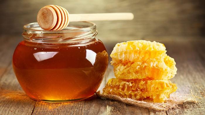 Làm hồng vùng kín bằng mật ong