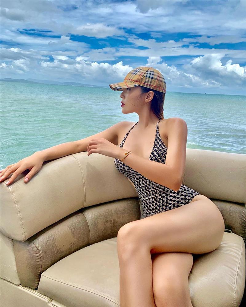 Top 10 cô nàng mặc bikini đẹp nhất làng giải trí Việt