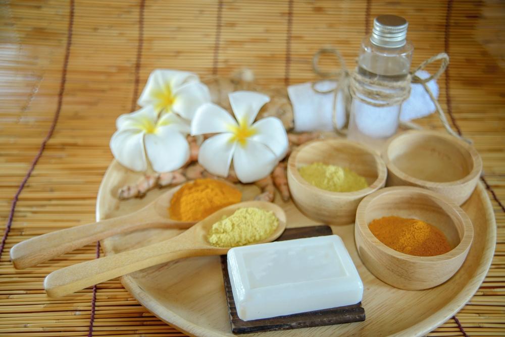 Làm căng da mặt với dầu dừa